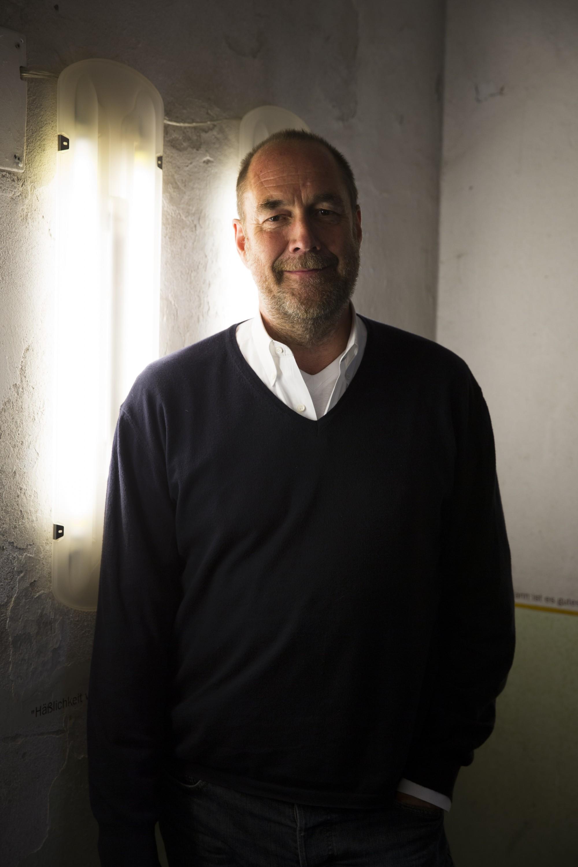 Nils Holger Moormann im Treppenhaus