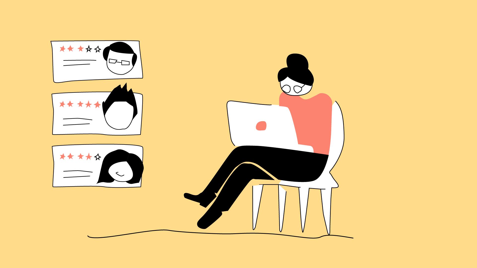 Eine Studentin sitzt auf einem Stuhl und recherchiert an ihrem Laptop.